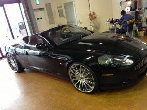 Aston Martin DB9!! ☆インダッシュナビ埋め込み☆