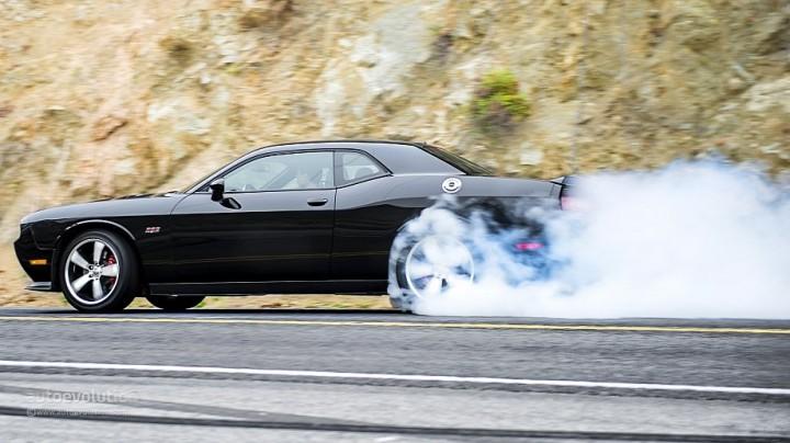 2014-Dodge-Challenger-burnout