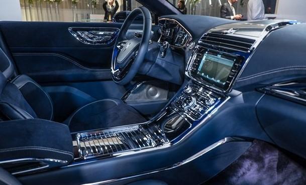 2017-Lincoln-Continental-interior