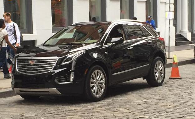 2017-Cadillac-XT5-01