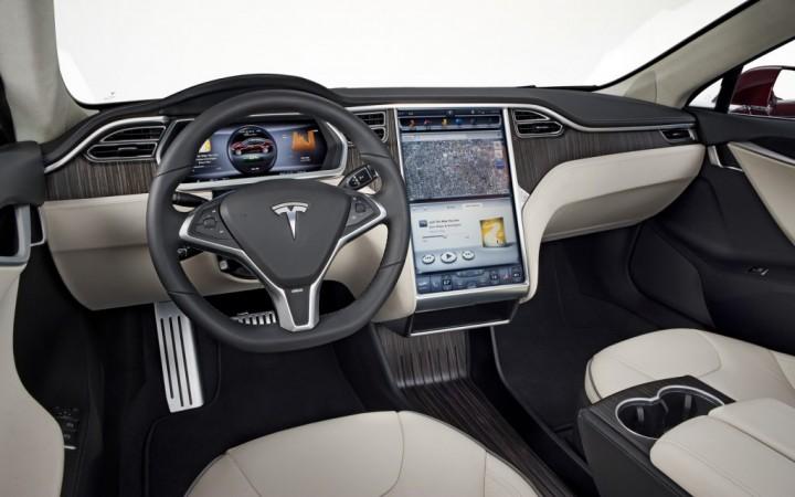 2012-Tesla-Model-S-interior_view