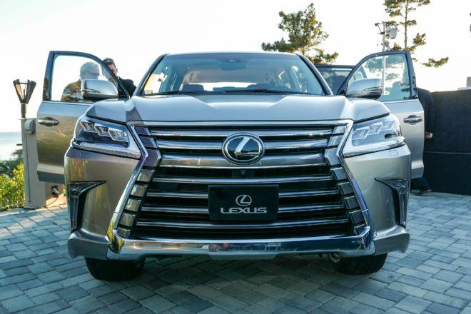 2016-lexus-lx-570-front-grille-02