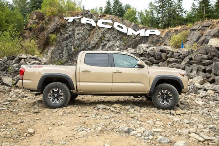 2016-toyota-tacoma-trd-off-road-right-side-1500x1000