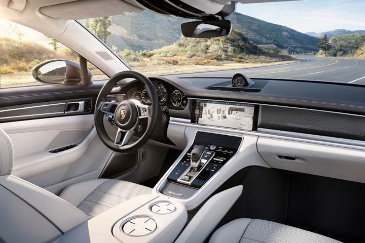 2017-Porsche-Panamera-Turbo-cabin
