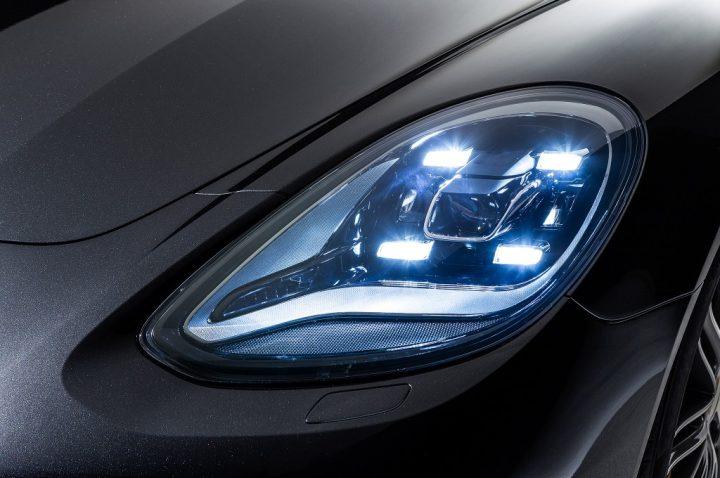 2017-Porsche-Panamera-headlight