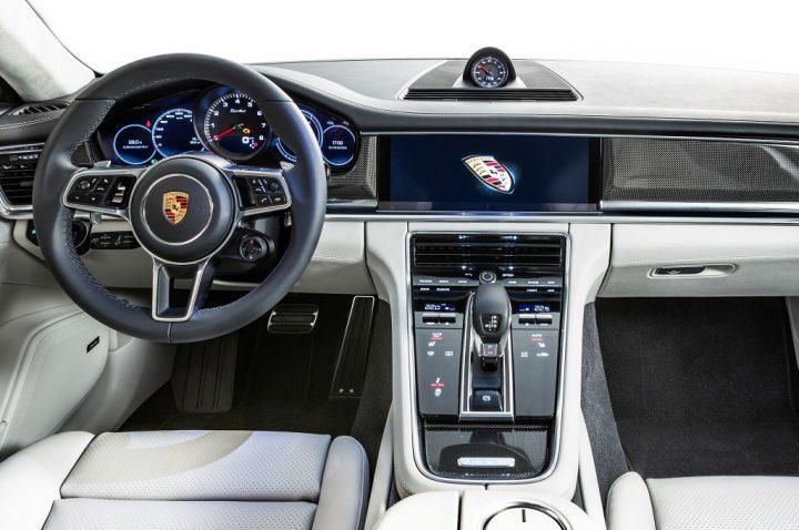 2017-Porsche-Panamera-interior
