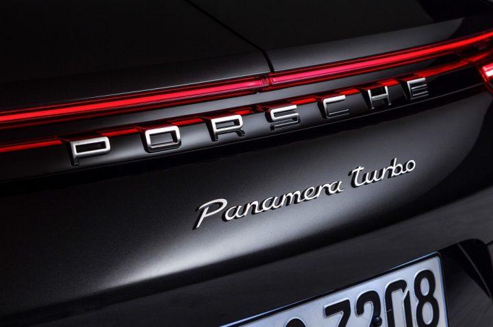 2017-Porsche-Panamera-rear-badges