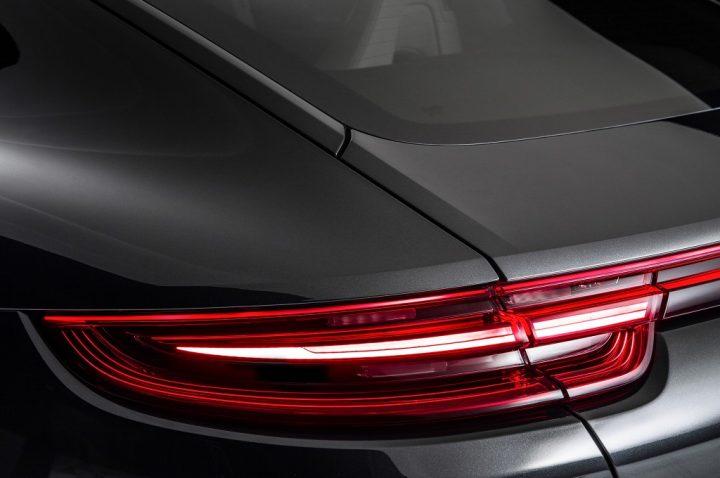 2017-Porsche-Panamera-taillight